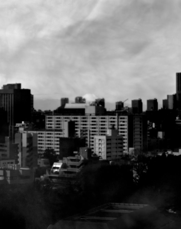 ホンマタカシ《Camera obscura – thirty six views of mount fuji Waseda, 2019》2019年、個人蔵、© Takashi Homma, Courtesy of TARO NASU