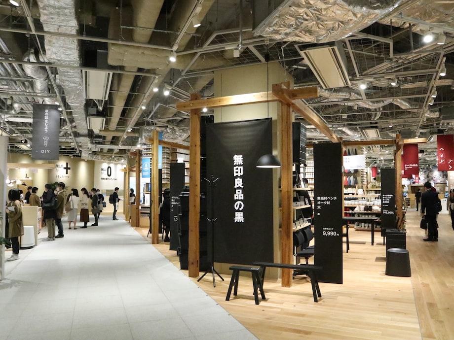 無印良品 東京有明 2F「無印良品の黒」売り場